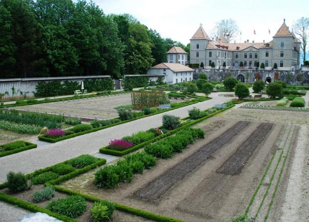 Visit the beautiful Château de Prangins