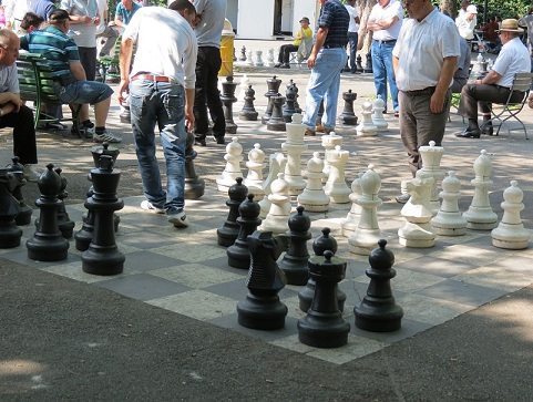 The giant chessboards at the Parc des Bastions © Geneva Family Diaries