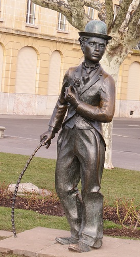The statue of Charlie Chaplin in Vevey © genevafamilydiaries.net