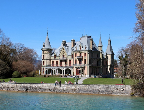 Beautiful Schadau Castle, Thun © Travelita.ch