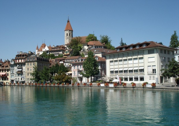 A view of Thun from the river Aar © Travelita.ch