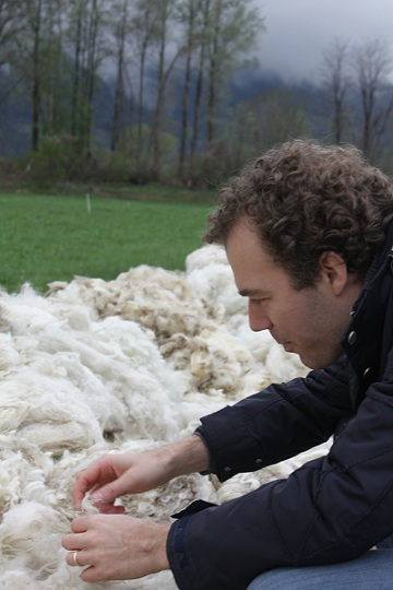 Roel checking the quality of the wool © Zizzz baby sleeping bags