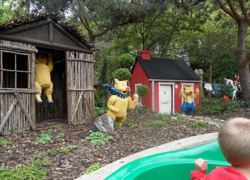"""Little pigs let me come in..."" Legoland Resort Windsor © genevafamilydiaries.net"