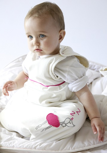 Baby Vera modelling one of Zizzz.ch's stylish baby sleeping bags © 2012 Zizzz.ch