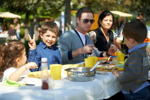 Swiss National day picnic at the Parc de Montbenon in Lausanne  © Lausanne Ville du Goût