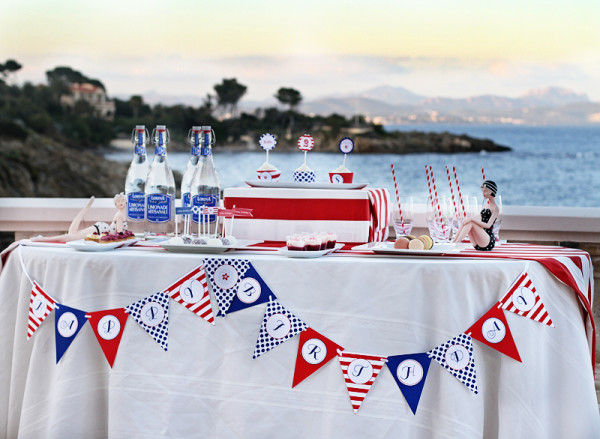 Red, White & Blue table theme © Paper & Party Love