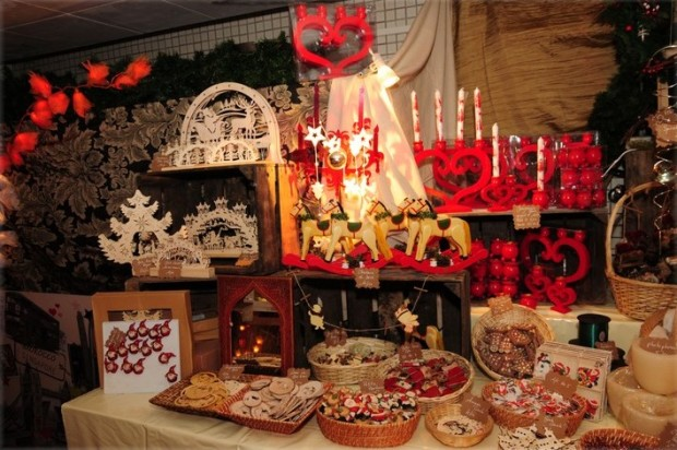 Gorgeous Xmas displays - Photo © Yves Perradin