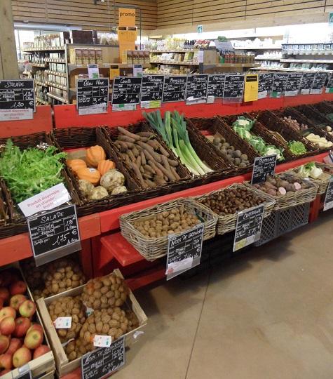 The organic supermarket at Botanic St-Genis - photo © genevafamilydiaries.net