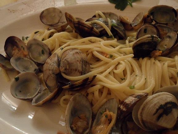 Fresh pasta with vongole. Photo © genevafamilydiaries.net