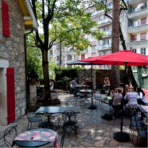 Outdoor Sunday brunch in the city © Un R de Famille, Geneva