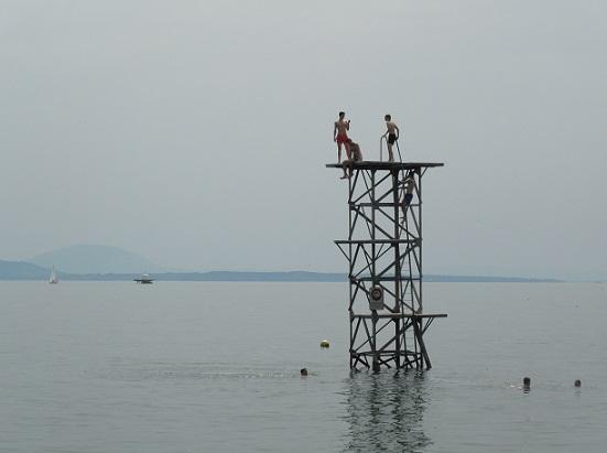 Ready, Steady, Jump at the Plage du Chauchy, Saint-Prex (VD). Photo © genevafamilydiaries.net