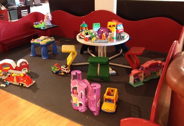 Play area at Ch'Etoy Restaurant - Photo © genevafamilydiaries.net