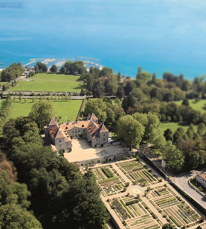 Beautiful aerial view of Prangins castle and Lake Léman. Photo © Château de Prangins