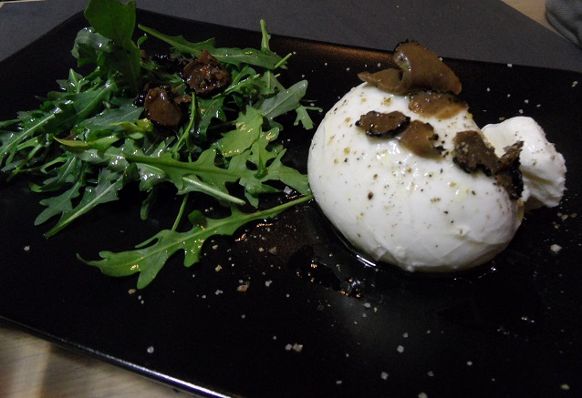 Burrata, truffle & rocket salad at Tartares & Co.  Photo © genevafamilydiaries.net
