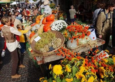 Le marché d'automne, Nyon. © Michel Perret / 2002